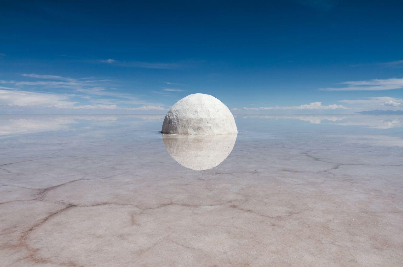 Elina, 2015, photographie de la sculpture en sel et eau, 300 cm de diamètre, Bolivie, © Guillaume Barth